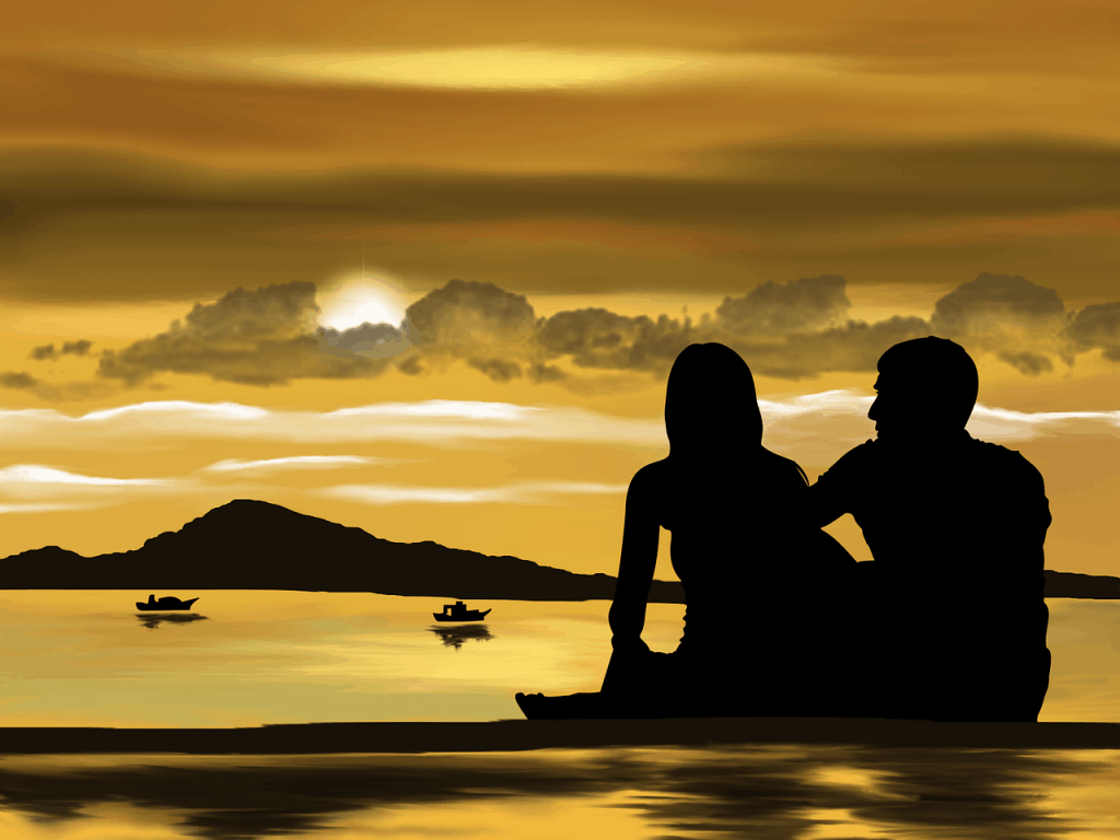 זוג יושב בשקיעה